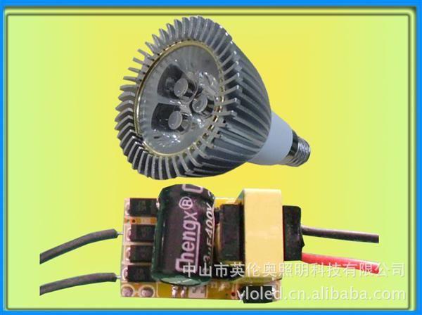 【产品名称】3*1W LED恒流驱动电源【输入电压】100-265V/50~60HZ【输出电流】260-280MA【产品尺寸】L24*W16*H14mm【详细说明】隔离恒流电源,具有短路保护、过压保护、过热保护功能,无闪频安规及EMC特性:符合安规及EMC标准可靠性,寿命要求:采用长寿命高频低阻电容,使用寿命不低于2年应用范围:E27内置电源,球泡灯以及符合尺寸规格之灯具接线方式: 输入:两根黑线接在交流输入220V;