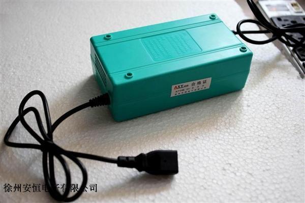 电池不是用坏的---而是充坏的 要想电池保养好------就用安新源智能充电器 要想电池寿命长-----安新源智能充电器帮您忙 高科技、新产品、新专利,四项专利集于一身。 修复 保养 维护 充满断电,彻底保护电池,延长电池寿命。  大部分用户习惯晚上8点插上充电器,早上起来拔掉电源,其实电动车电池在凌晨1点左右已经充满,由于无人拔掉电源,电池长期在浮充、过充状态中,易发热、充鼓、充坏,90%以上是充坏的,充电时间过长造成电池短命的主要原因,能用4-5年的电池确只用1-2年;安新源智能充电器就像一个人守着你