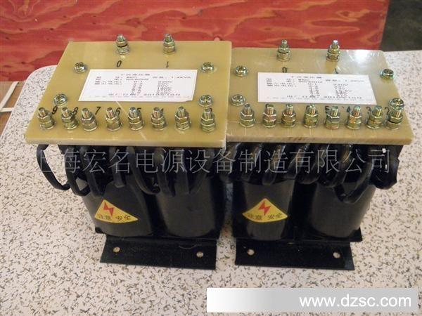 +概述 SG系列三相干式隔离变压器是本厂在参照国际同类产品,结合我国国情的基础上研制生产的新一代节能型电力变压器,从300VA到1600KVA之间,符合IEC439、GB5226等国际、国家标准,绕组采用脱胎整列绕制方法;变压器进行真空浸漆,使变压器的绝缘等级达到F级或H级,产品性能达到国内外先进水平。SG系列三相干式隔离变压器广泛适用于交流50Hz至60Hz,电压660V以下的电路中,广泛用于进口重要设备、精密机床、机械电子设备、医疗设备、整流装置,照明等。产品的各种输入、输出电压的高低、联接组别、调节